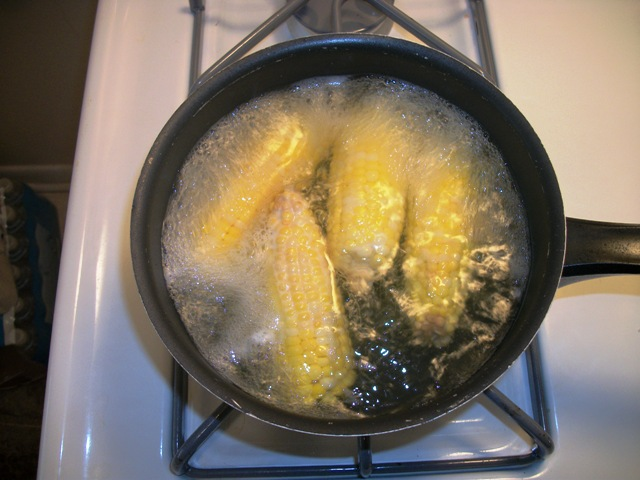 Corn on the cob cooking
